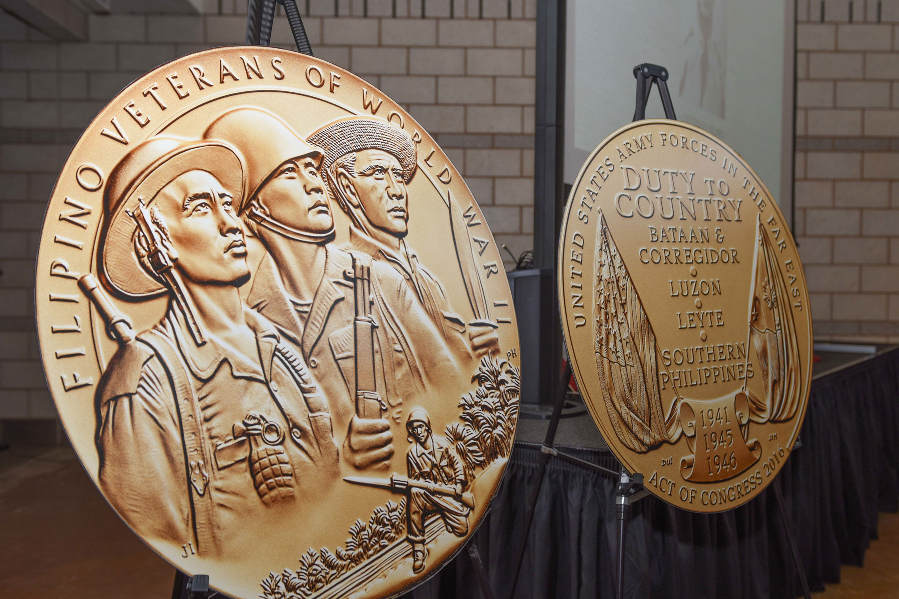 Dyess Awarded Congressional Gold Medal 75 Years After His