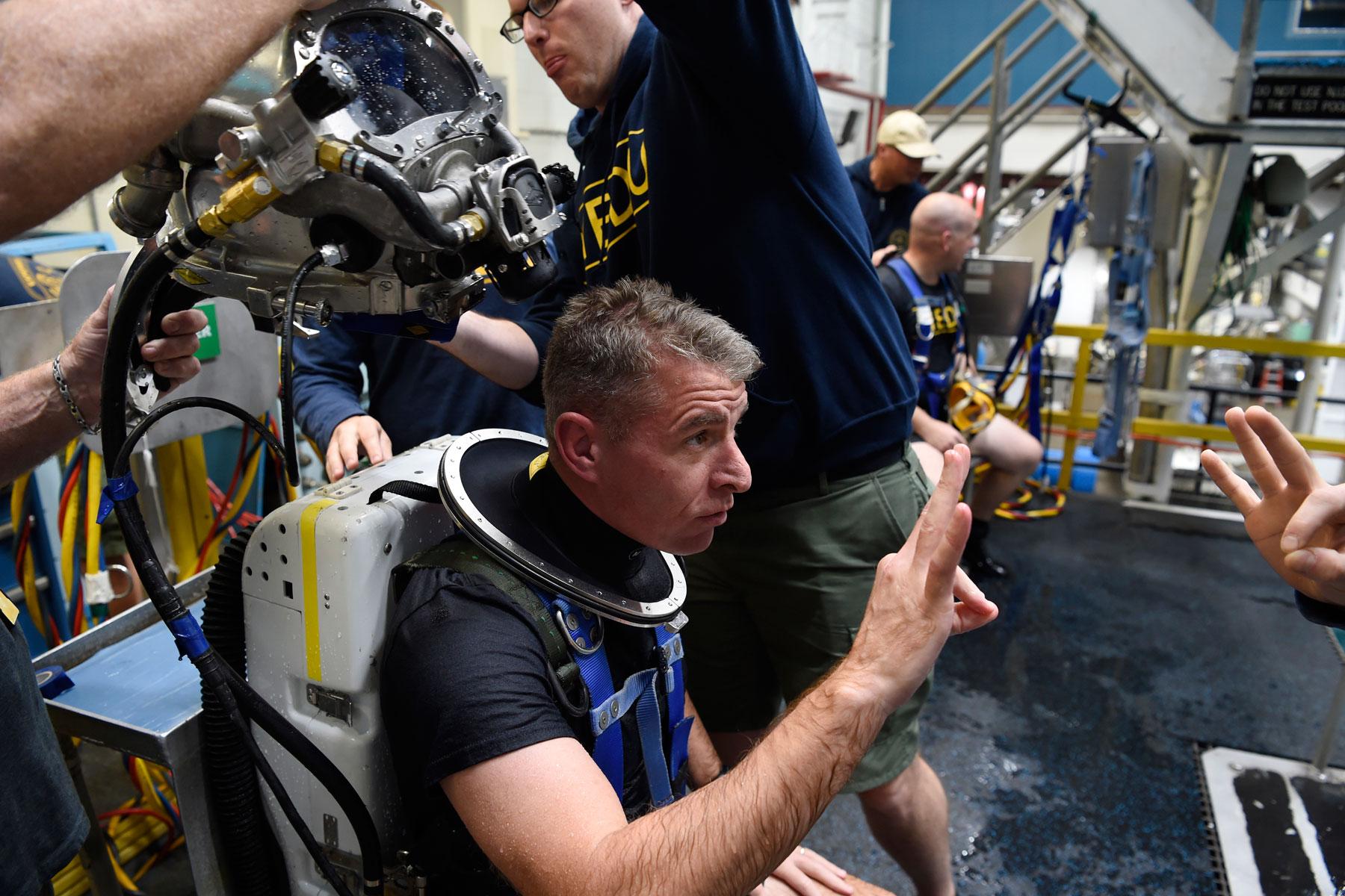 new  u0026 39 rebreather u0026 39  helps navy divers beneath the waves