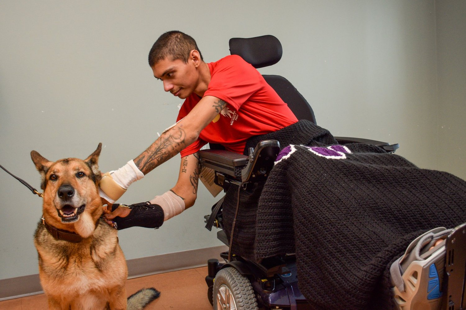 Wounded Us Soldier Injured Military Dog Back Together In Texas