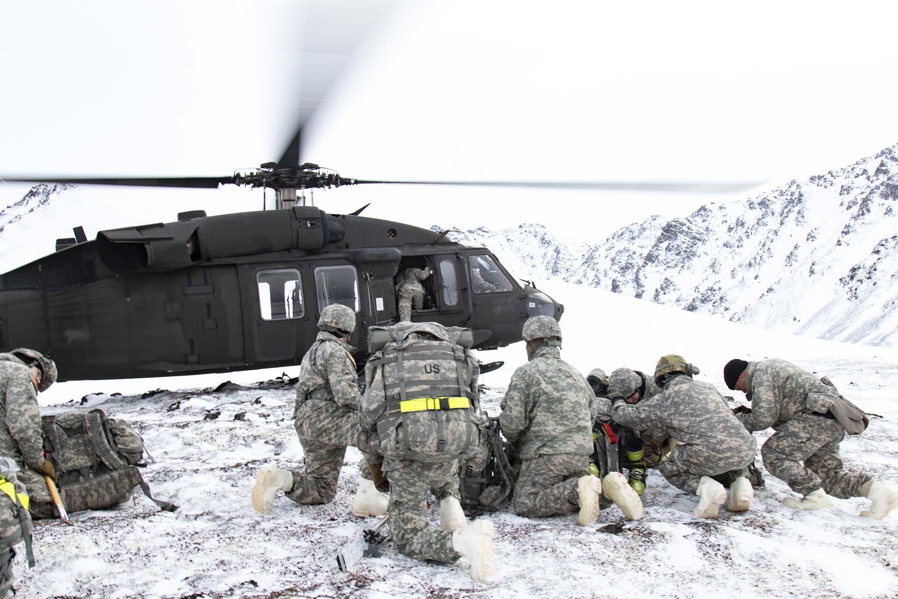 army taps raytheon to build enhanced radios for black