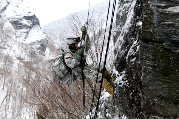 army issues mountaineering kits to infantry units