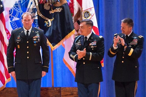 airborne soldier earns distinguished service cross