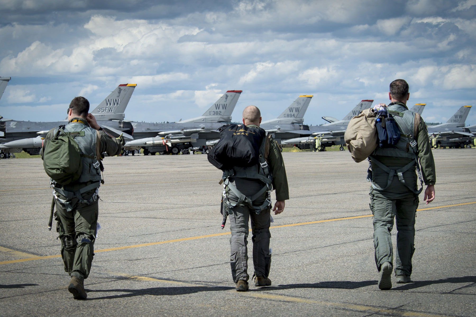 air force to let fighter pilots crew stay at preferred