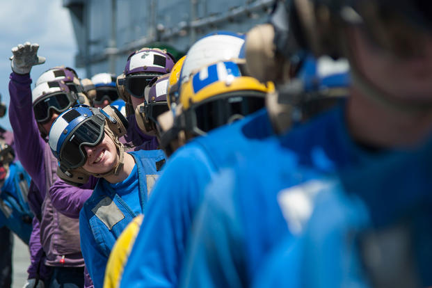Sailors conduct aviation fire fighting drills on the flight deck aboard the amphibious assault ship USS Wasp (LHD 1), Dec. 20, 2017. (U.S. Navy photo/Levingston Lewis)