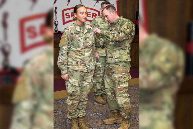 b203bc6f5b1 First Female Enlisted Soldier Graduates from Sapper School ...