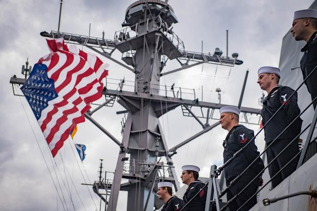 Sailors man the rails aboard the Arleigh-Burke class guided-missile destroyer USS Jason Dunham (DDG 109) as the ship pulls into Naval Station Norfolk. (U.S. Navy/Jonathan Clay)