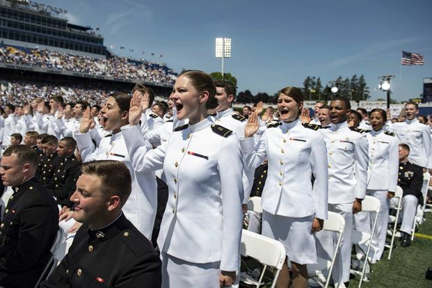 Midshipmen take the oath of office during the U.S. Naval Academy's Class of 2018 graduation.