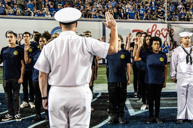 A sailor administers the oath of enlistment.