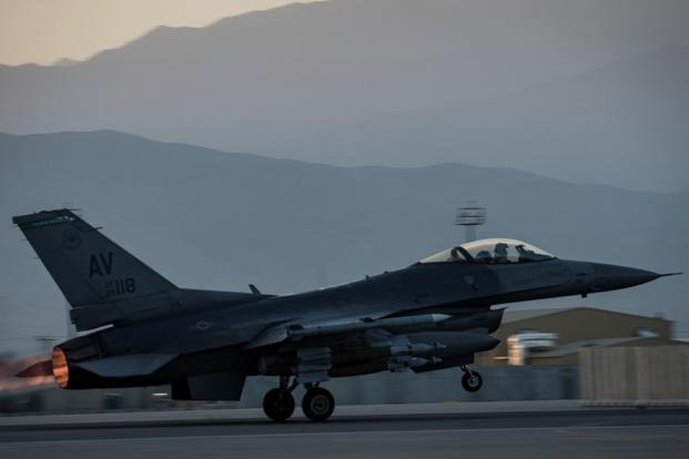 An F-16 Fighting Falcon from the 555th Expeditionary Fighter Squadron takes off from Bagram Airfield, Afghanistan, Aug. 22, 2017. (U.S. Air Force photo/Benjamin Gonsier)