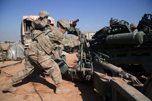 U.S. Army Pfc. James Schultz, a Cannon Crewmember assigned to 2nd Battalion, 319th Airborne Field Artillery Regiment, 82nd Airborne Division, stabilizes a M777 towed 155 mm howitzer near Mosul, Iraq, Feb. 03, 2017. (U.S. Army / Spc. Craig Jensen)