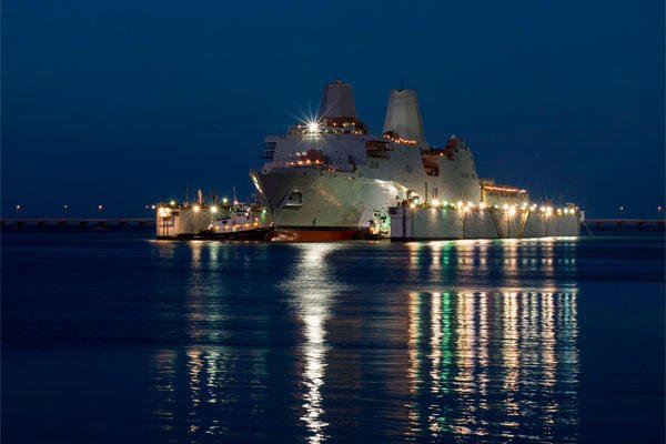 The amphibious transport dock ship Pre-Commissioning Unit (PCU) John P. Murtha (LPD 26) is launched from the Huntington Ingalls Industries shipyard in Pascagoula, Miss. (U.S. Navy photo courtesy of Huntington Ingalls Industries/Released)