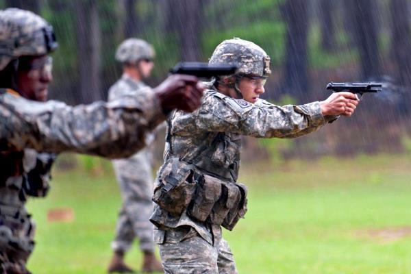 U.S. soldiers train with M9 9mm pistols. (U.S. Army photo)