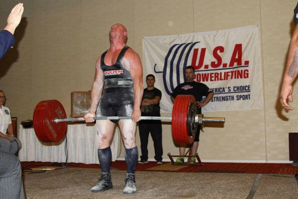Chief Master Sgt. Troy Saunders deadlifts 633 pounds while competing in the 2014 Military National Powerlifting Championships March 15, 2014, in Killeen, Texas.