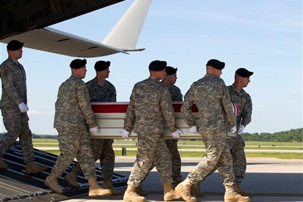 An Army carry team, carries the transfer case containing the remains of Army Pfc. Jacob H. Wykstra of Thornton, Colo., upon arrival at Dover Air Force Base, Del. on Sunday, June 1, 2014. (AP Photo)