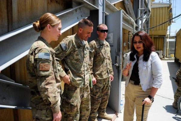 Tammy Duckworth talks with US troops.