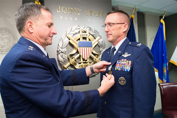 Lt. Gen. David L. Goldfein pins the Airman's Medal on Col. Richard Poston Dec. 10, 2014, in a ceremony held at the Pentagon in Washington D.C. (Defense Department photo/ U.S. Army Staff Sgt. Sean K. Harp)