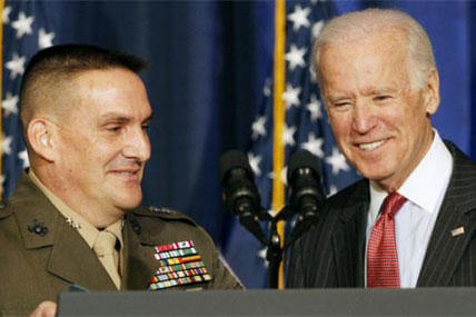 Major General Frederick Padilla greets Vice President Biden after introducing the vice president for his speech about U.S. policy in Iraq, Thursday, April 9, 2015, at the National Defense University in Washington. (AP Photo/Jacquelyn Martin)