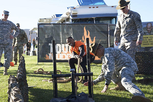 Ray Duffy, a massage therapist student from Oceanside, Calif., challenges himself at the Army Reserve challenge flanked by drill sergeants, from 2nd Battalion, 413th Regiment, 95th Training Division (U.S. Army photo)