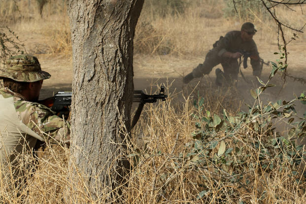 Australian and U.S. Special Operations soldiers demonstrate small unit tactics during Exercise Flintlock 2017 in Diffa, Niger, March 3, 2017. (U.S. Army photo/Sgt. 1st Class Christopher C. Klutts)
