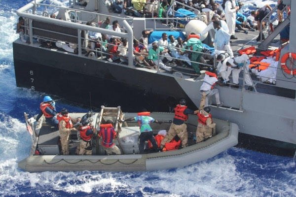 Distressed persons are transferred from the amphibious transport dock ship USS San Antonio to Armed Forces of Malta Offshore Patrol Vessel.