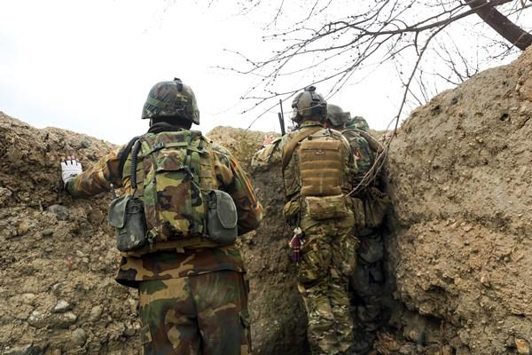 A U.S. Army Special Forces soldier, center, and Afghan army commandos observe as a squad of commandos clear a compound in the Khogyani district of Afghanistan's Nangarhar province, March 20, 2014. (US Army photo by Spc. Connor Mendez)