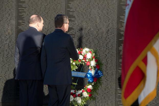 Defense Secretary Ash Carter, right, and Veterans Affairs Secretary Bob McDonald lay a wreath at the Vietnam Veterans Memorial in Washington, D.C., March 29, 2016. (Photo by Tim D. Godbee/U.S. Navy)
