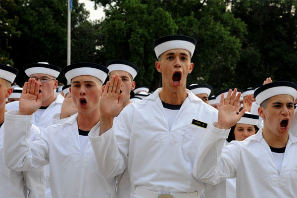 Plebes from the U.S. Naval Academy's incoming Class of 2019 take the Oath of Office on Induction Day, July 1, 2015. (US Navy photo/Nathan Wilkes)