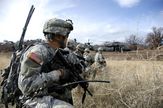 Soldiers of the California National Guard's 40th Infantry Division rehearse an air assault mission at Fort Hunter Liggett in February 2014. (Benjamin Cossel/California National Guard)