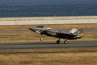 A U.S. Marine Corps F-35B Lightning II aircraft with Marine Fighter Attack Squadron (VMFA) 121 arrives at Marine Corps Air Station (MCAS) Iwakuni, Japan, Nov. 15, 2017. (U.S. Marine Corps/Lance Cpl. Mason Roy)